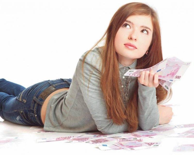 Кредит в банке Тинькофф совершеннолетним